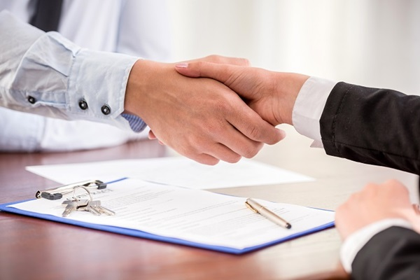 Shaking hands over sales of business contract