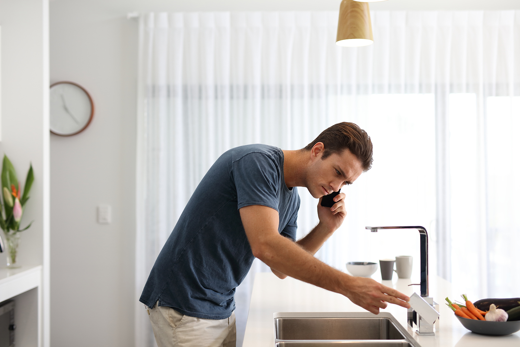Man calling to report water outage at kitchen sink